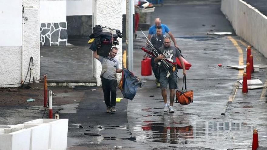 El mar deja daños millonarios y 39 personas evacuadas de dos edificios