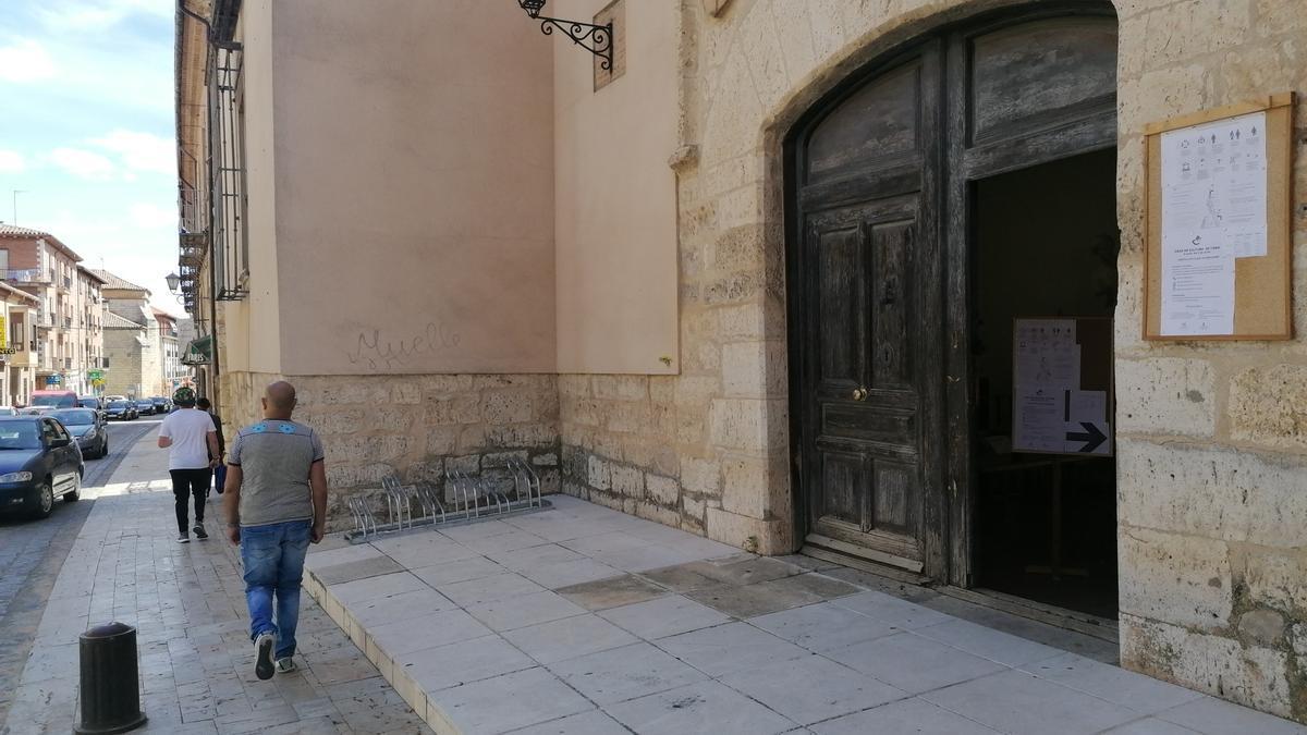Acceso principal a la Casa Municipal de Cultura de Toro