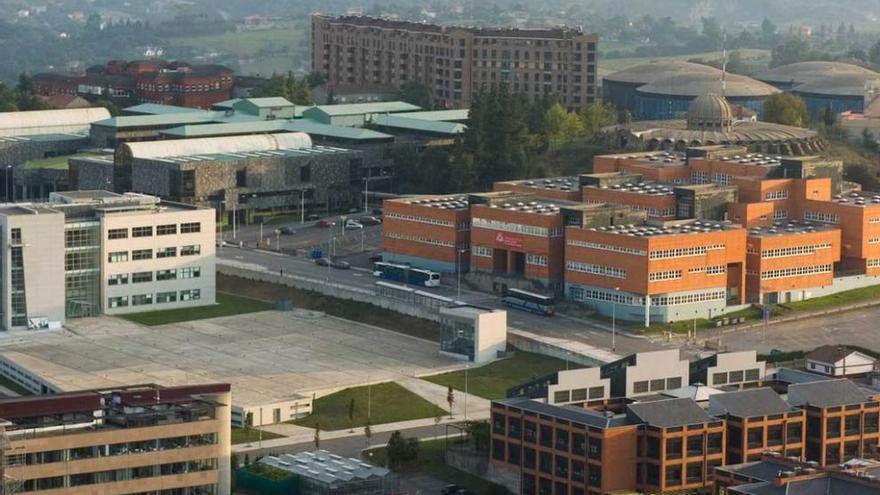 """La Universidad admite """"ajustar"""" su campus en el viejo HUCA para que el plan se agilice"""