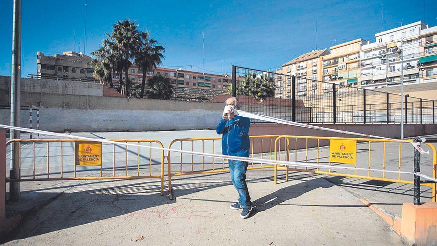 València cierra las instalaciones deportivas de parques y plazas