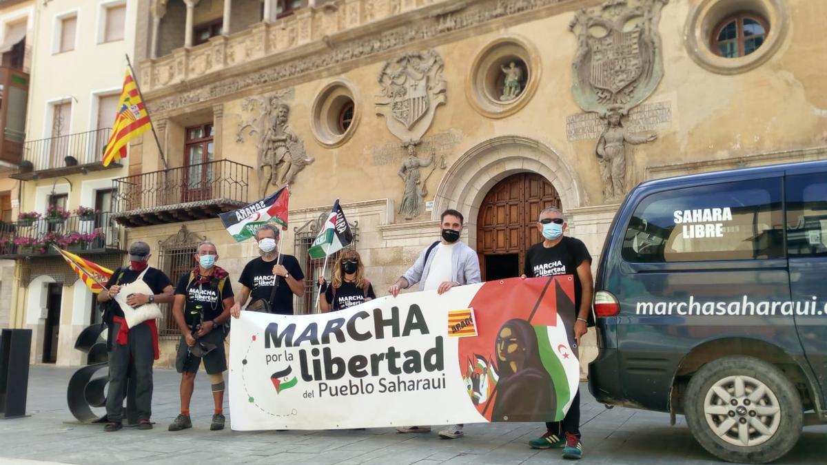 Los participantes, ante el Ayuntamiento de Tarazona, esta tarde.