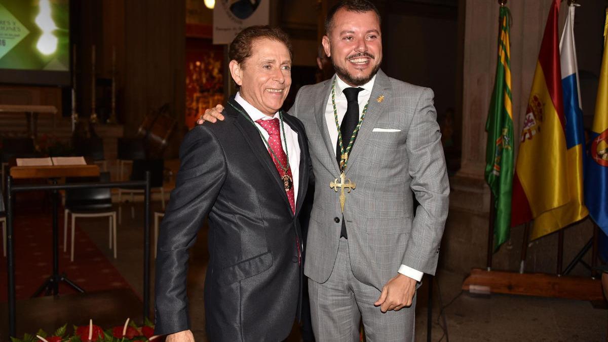 Isidro Oliva, junto con el alcalde de Gáldar Teodoro Sosa.