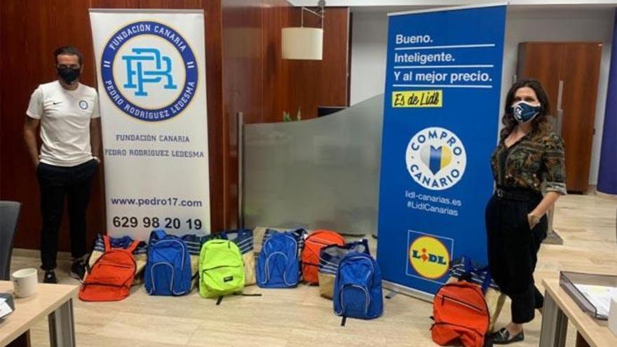 La Fundación Pedro Rodríguez dona mochilas y material escolar a menores sin recursos
