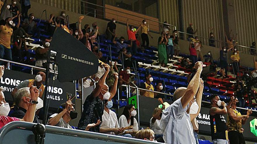 La afición celebra la victoria del Lenovo ante el Barça.