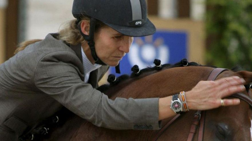 La infanta Elena, hospitalitzada en caure quan muntava a cavall
