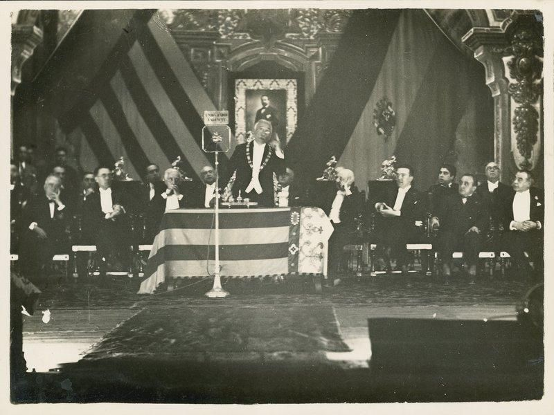 14 El presidente Niceto Alcal� Zamora, durante la velada negrol�gica celebrada en el Teatro Principal.jpg
