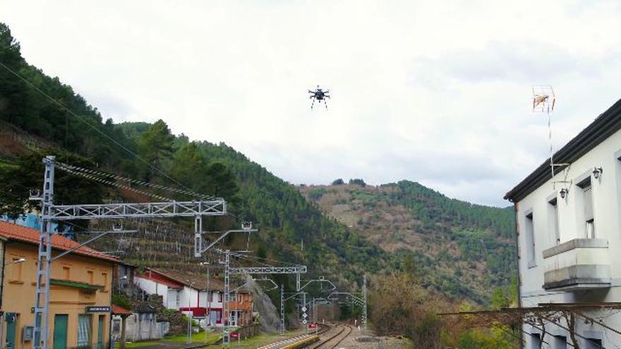Drones y tecnología 5G para inspeccionar las vías ferroviarias en Galicia