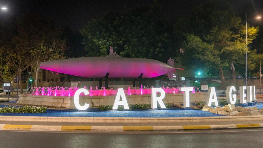 El submarino Isaac Peral se ilumina de rosa esta noche por el Día Mundial contra el Cáncer de Mama