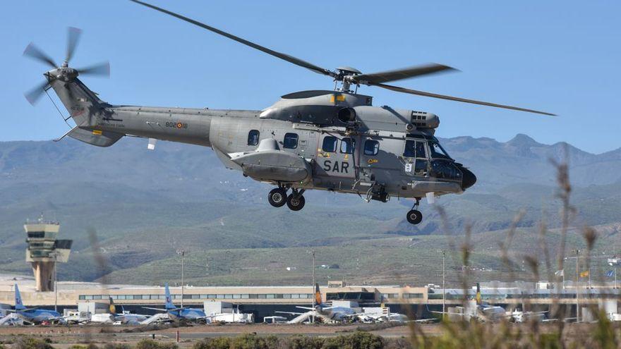 Un helicóptero sale al rescate de 9 inmigrantes al sur de El Hierro