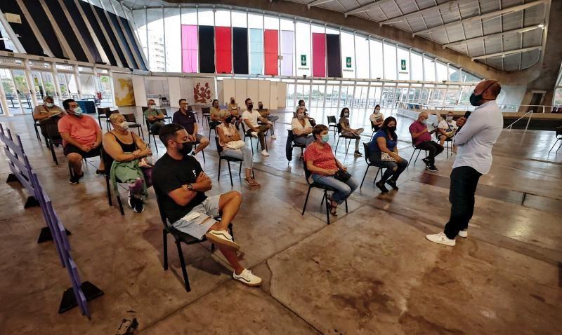 Reunión con los representantes de las murgas infantiles del Carnaval de Santa Cruz de Tenerife