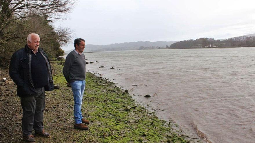 """Los mariscadores califican de """"fracaso"""" el plan para recuperar la ría de Villaviciosa"""