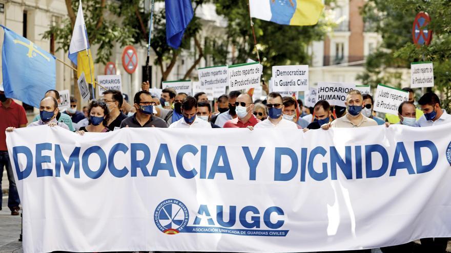 """Miles de guardias civiles protestan en Madrid contra su """"discriminación"""""""