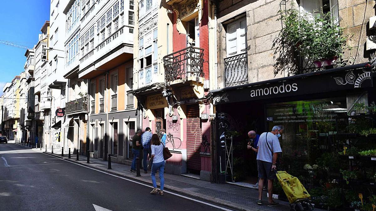 Edificios antiguos en la calle del Orzán.     // VÍCTOR ECHAVE