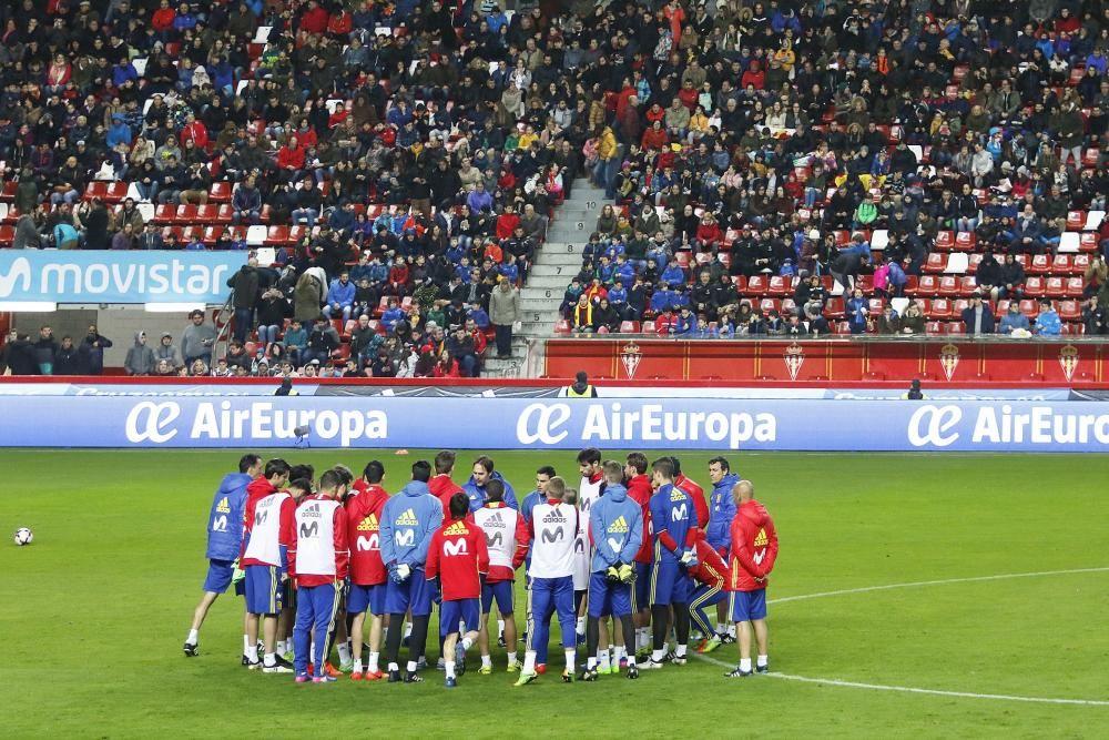 Entrenamiento de la selección española en El Molinón.