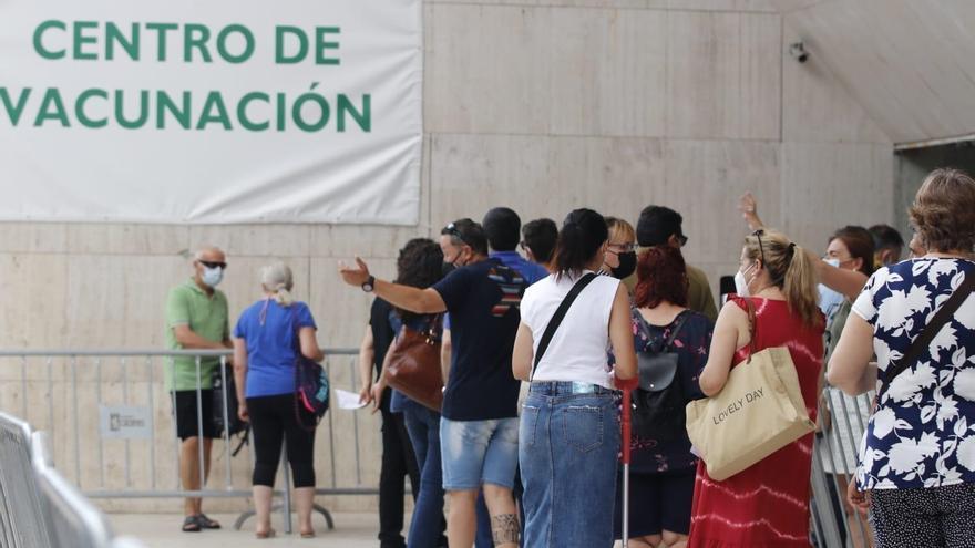El SES prevé mantener el ritmo de 16.000 vacunas a la semana en Cáceres