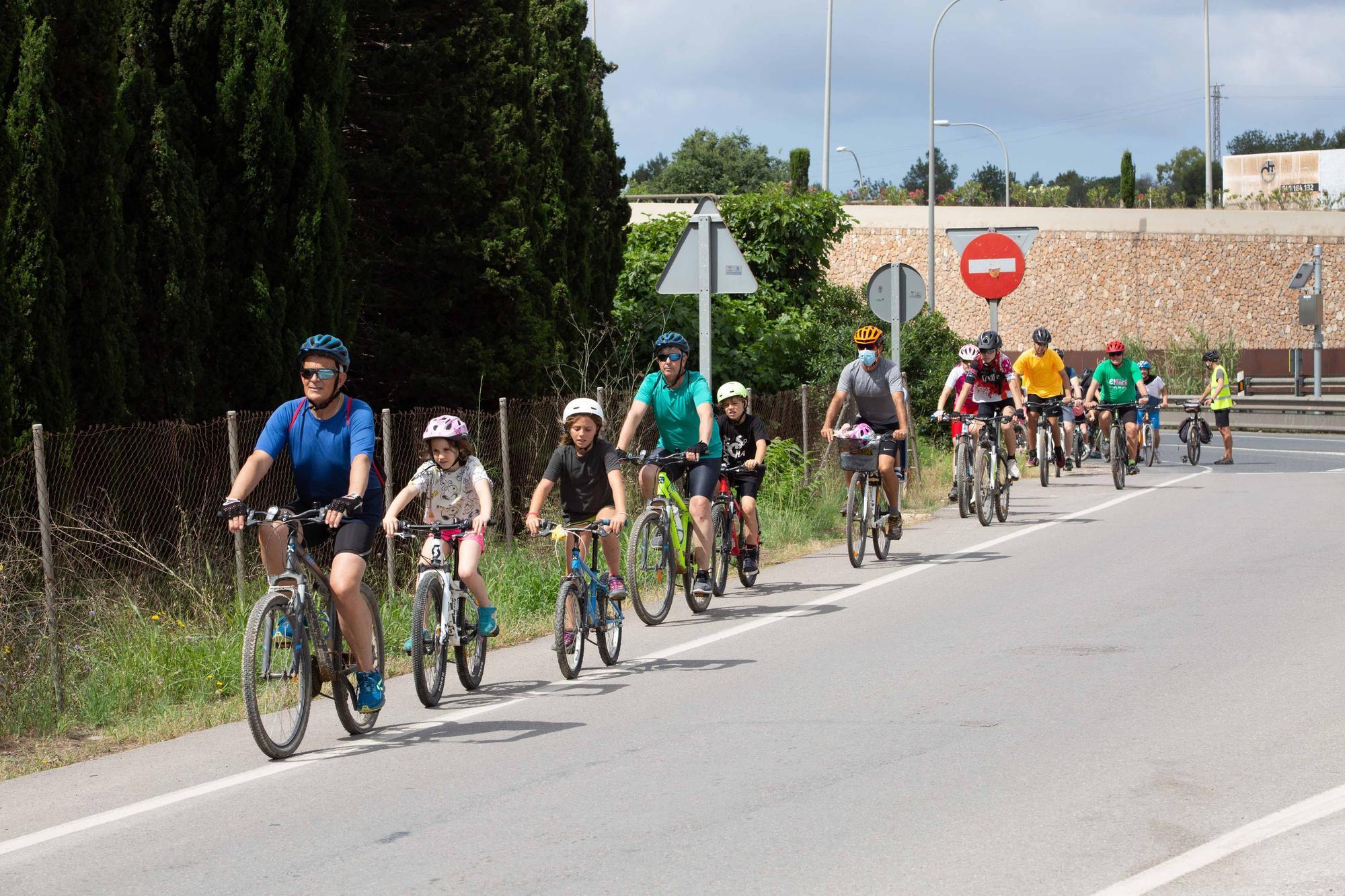 Una 'bicicletada' en Jesús reúne a 40 personas para exigir mejoras en la conectividad