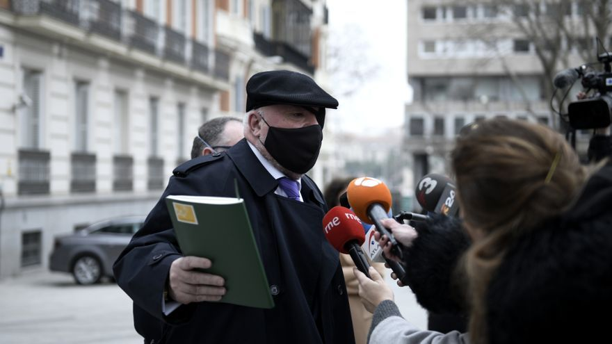 El juez autoriza a Villarejo a presentarse en el juzgado semanalmente y no a diario