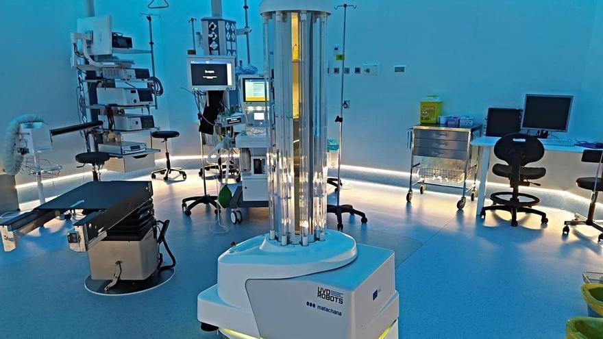L'Hospital de Figueres rep un robot d'alta desinfecció per llum ultraviolada donat per la Comissió Europea