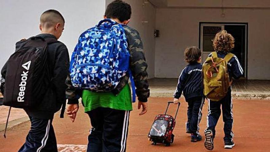 Las AMPAS, preocupadas por la falta de protocolos en los centros educativos para la fase 1