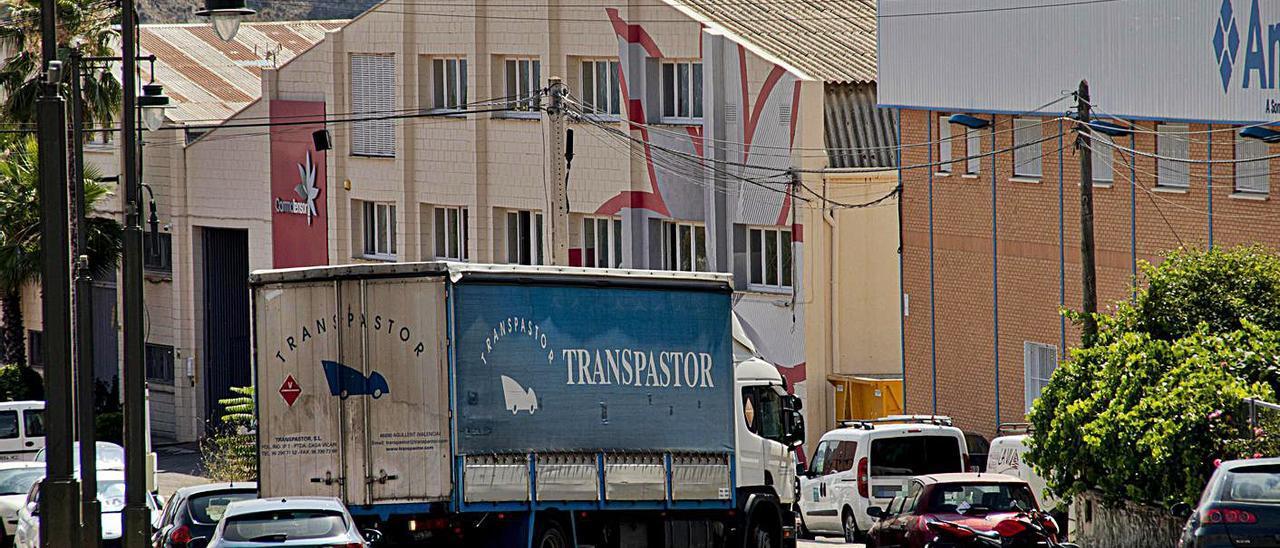 Una calle del polígono industrial Cotes Baixes de Alcoy. | JUANI RUZ