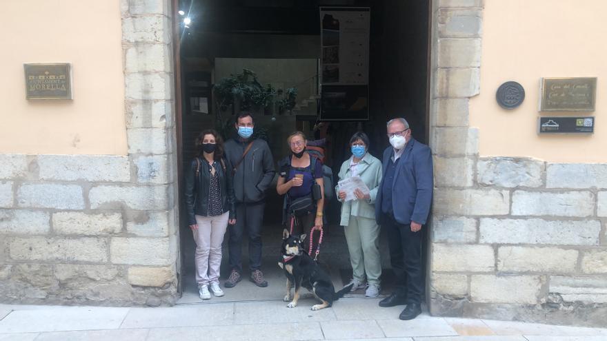 La odisea de la belga Annie y su perra Dax hace un alto en Morella