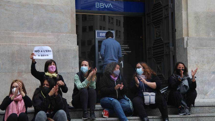 El BBVA redueix fins a 3.305 els acomiadaments a tot l'Estat i millora les condicions de sortida de l'ERO