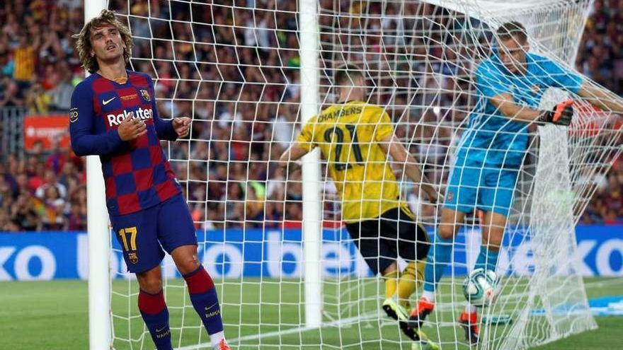 El Camp Nou celebra el estreno de Griezmann