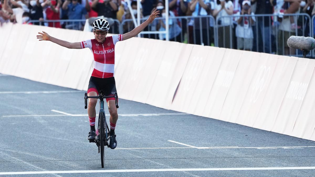 La austríaca Kiesenhofer, campeona olímpica de ciclismo en ruta.
