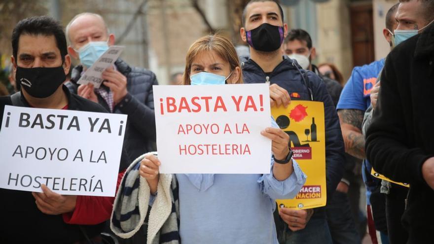 Protesta de los hosteleros en Alicante contra el cierre de la hostelería