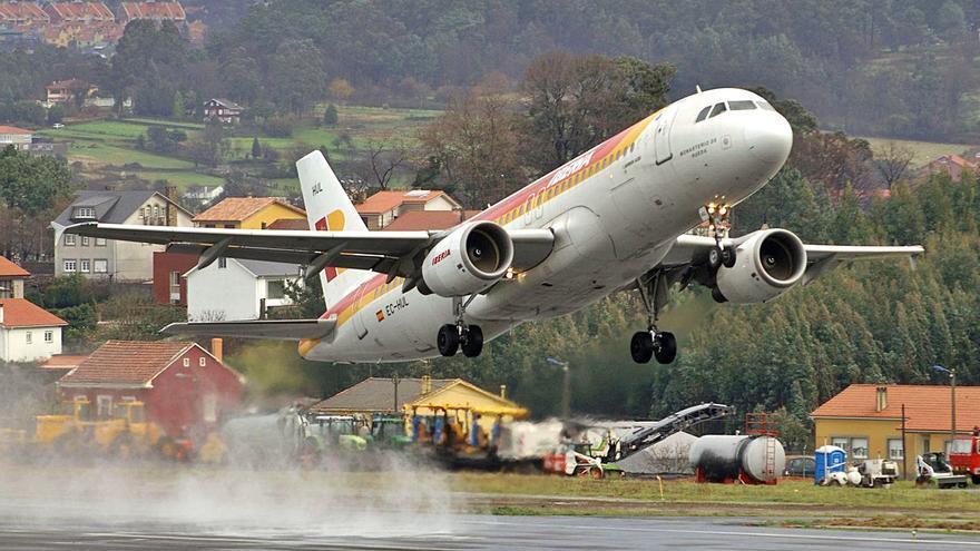 Iberia vuelve a liderar el tráfico aéreo gallego tras una década en manos de las 'low cost'