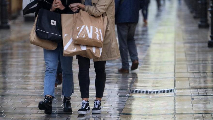 Las rebajas empiezan en Málaga con incertidumbre por la pandemia y la lluvia