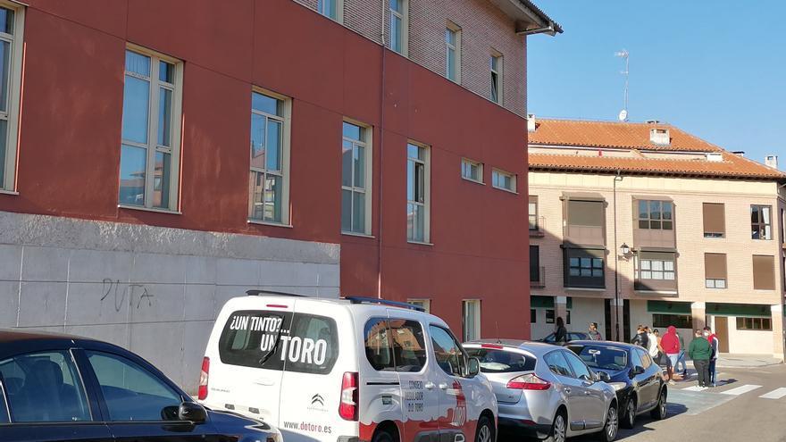 Decenas de personas se someten a pruebas PCR en el centro de salud de Toro