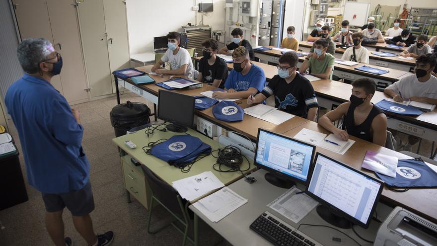 La manca d'espais i de recursos marca l'inici de curs d'FP a Manresa