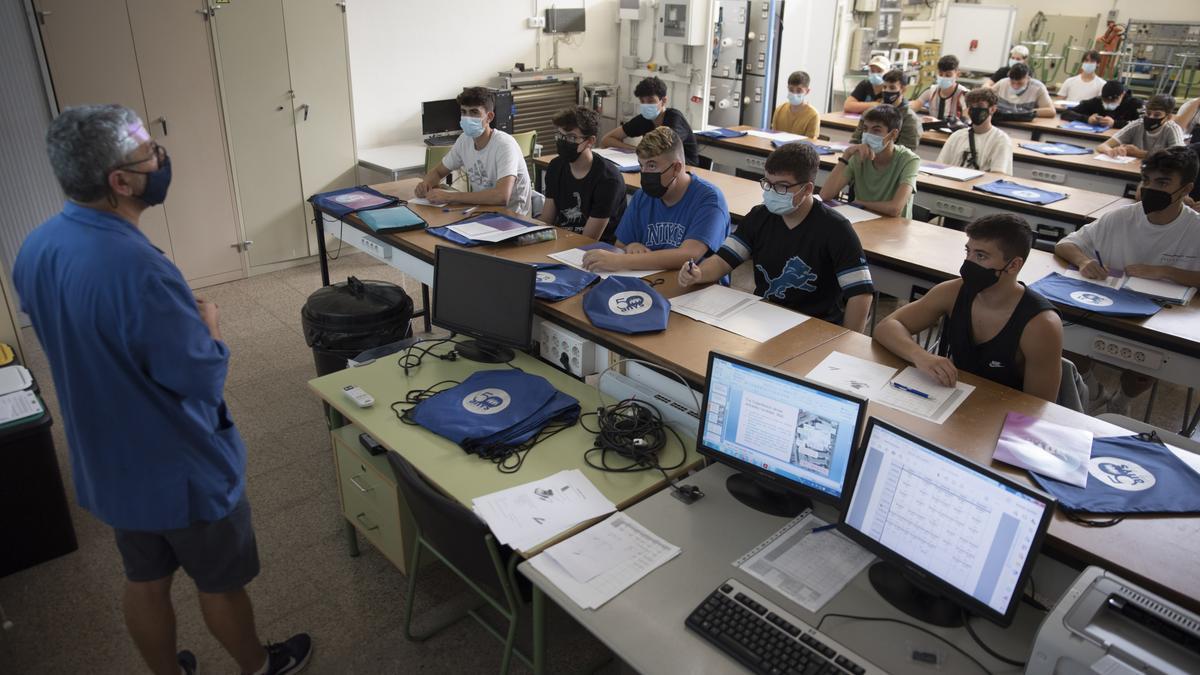 Alumnes de Formació Professional el primer dia de classe
