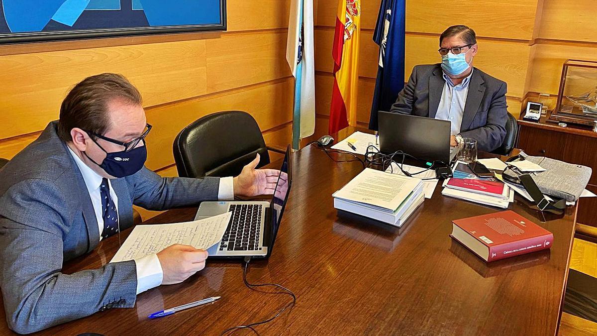 El vicerrector de Economía, Domingo Calvo, y el rector de la Universidade da Coruña, Julio Abalde, durante la sesión telemática del Claustro, la pasada semana.  | // L. O.