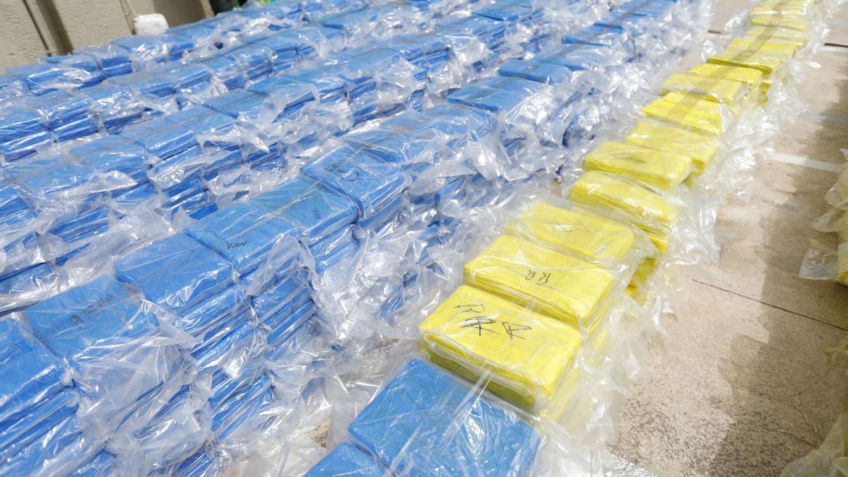 Imagen de fardos de cocaína en una operación anterior de la Guardia Civil