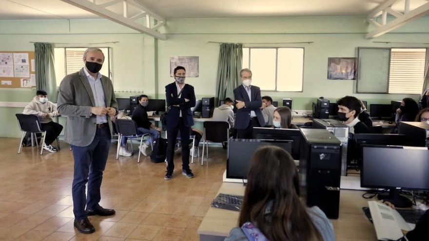 Zaragoza financiará las extraescolares y material informático de alumnos vulnerables de la concertada
