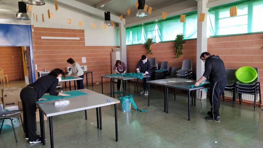 El Pla de l'Estany elabora 7.500 mascaretes per centres i col·lectius vulnerables