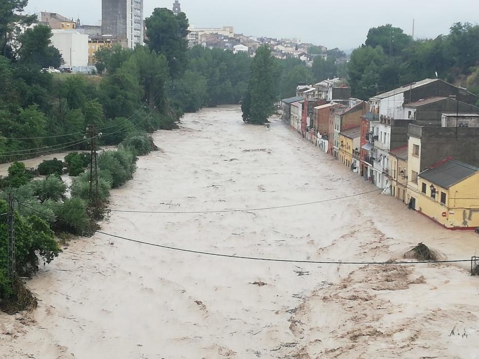 El río Clariano desbordado a su paso por Ontinyent