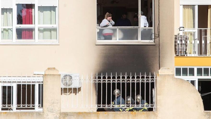 Muere un matrimonio en el incendio de su vivienda en Cádiz