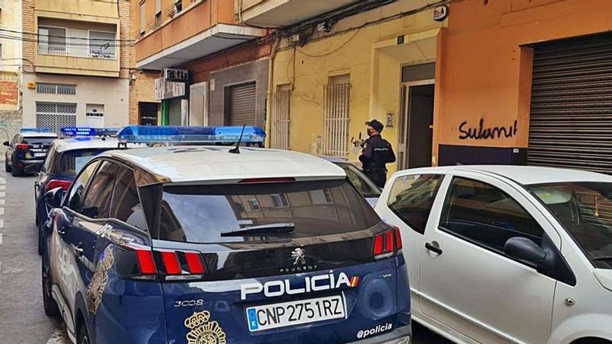 La Policía arresta a un joven por apuñalar con unas tijeras a su novio en Alicante