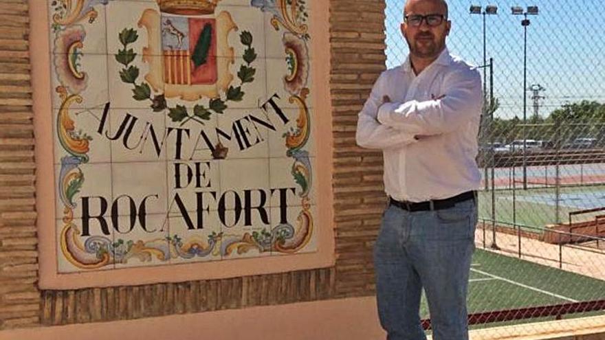 La AVV celebra la salida del alcalde de Rocafort que «nos devolvió a etapas oscuras»