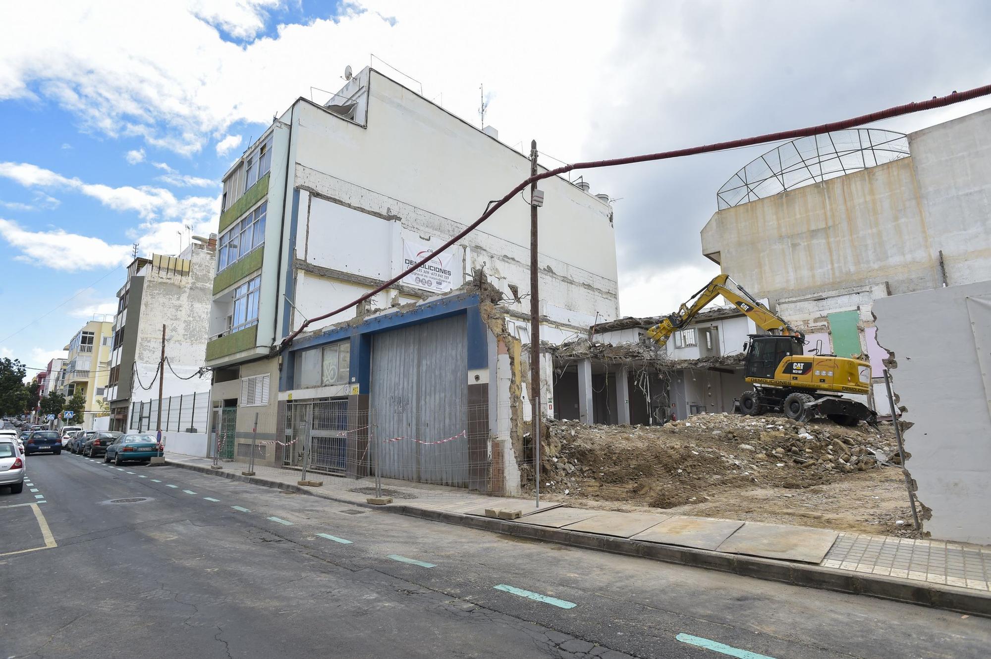 Demolición de una vivienda de la calle Matías Madrón