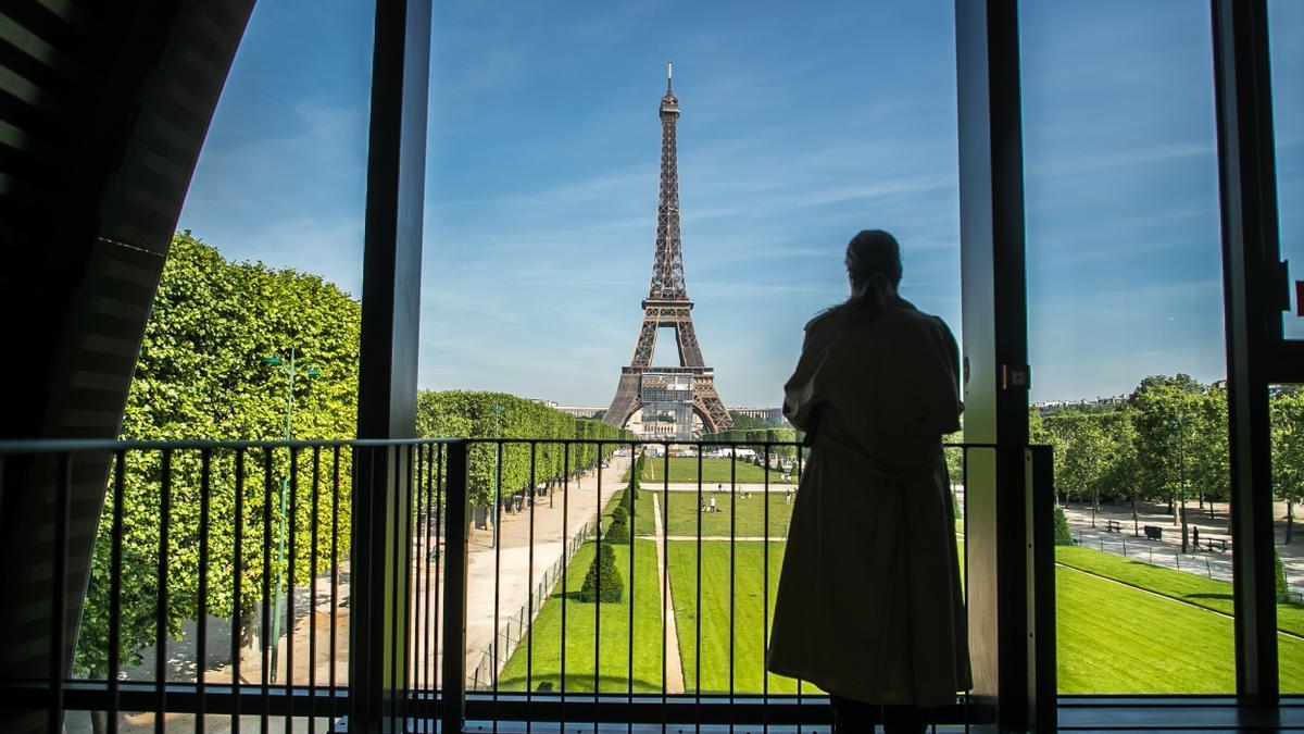 La Torre Eiffel reabre al público tras ocho meses de cierre por la pandemia.