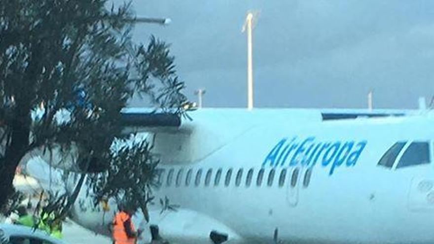 Schreck bei der Landung auf Mallorca: Flieger kommt kurzzeitig von Piste ab