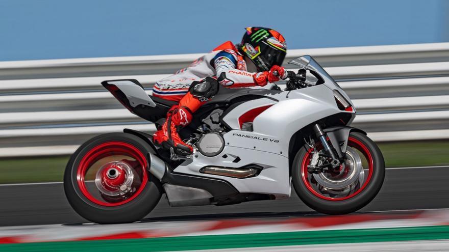 Ducati viste de blanco a las Panigale V2 y Multistrada 950 S