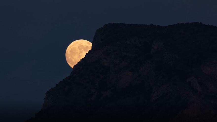 Escalada lunar en la sierra del Cid