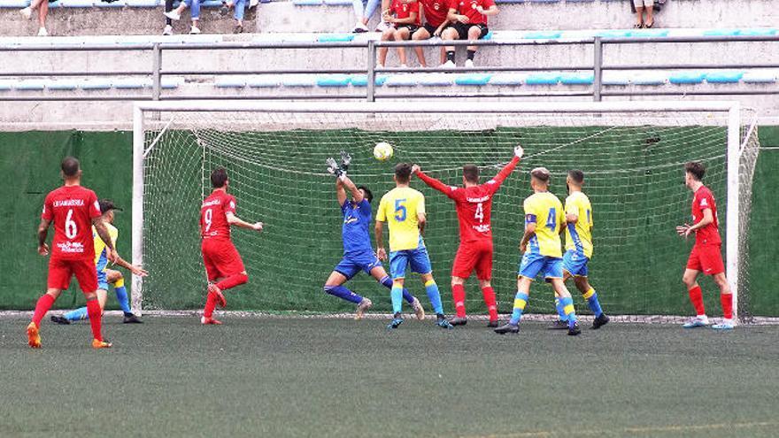 El Santa Úrsula remonta el gol de Pipo y suma los tres puntos