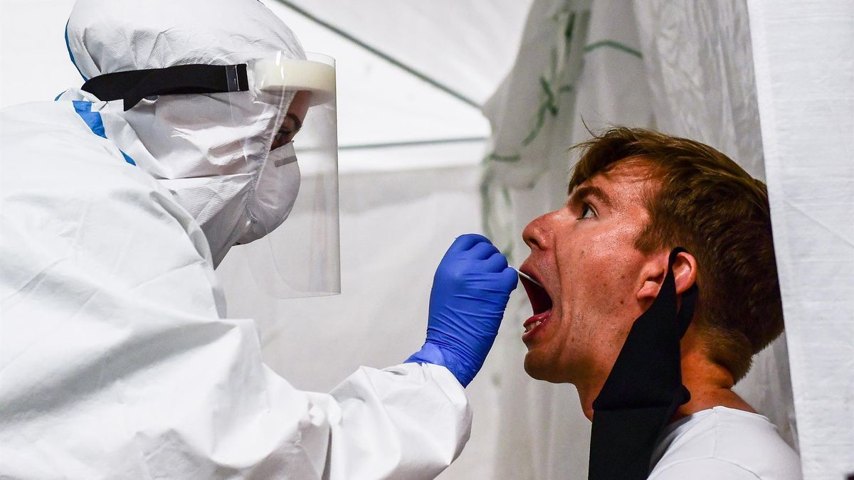 Sanitaria realiza PCR.