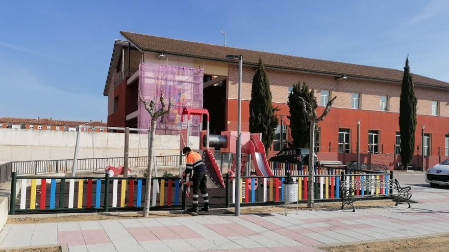 """El PP denuncia el """"insalubre"""" estado de los parques infantiles de Toro"""